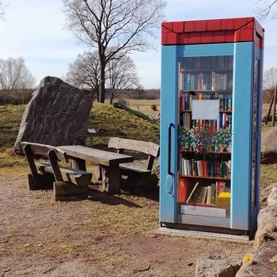"""Bücherzelle © Verein """"Wir für Darnewitz"""" e.V."""